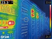 ポケットサイズの赤外線サーモグラフィ フリアーC2 「熱の問題」を発見